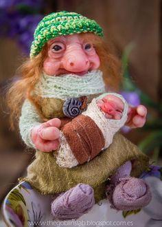 OOAK criatura fantástica. Duende Artesanal. Brownie. Myrta por GoblinsLab. OOAK Dolls *The Artist Web ( GoblinsLab ) :https://goo.gl/0Cc6op /  Criaturas Míticas hechas a mano, por el artista plástico  Moisés Espino. The Goblin´s Lab. Madrid, España. Hadas, Duendes, Trolls, Brownies, Goblins, Fairies, Elfs, Trolls, Gnomes, Pixies....Quieres adoptar a una criatura? *Goblins Lab Facebook: https://goo.gl/S39lGQ  /  http://goblinslab.deviantart.com/