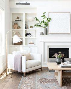 Fireplace Bookshelves, Fireplace Built Ins, White Fireplace, Bookshelves Built In, Living Room With Fireplace, Fireplace Surrounds, Fireplace Design, Custom Fireplace, Living Pequeños