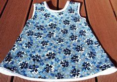 Hängerchen/Tunika - Feincord,Blümchen / 86/92      Diese Tunika ist genäht aus einem schönen grauen Feincord mit blauen Blumenmuster.    ♥♥ ein Hin...