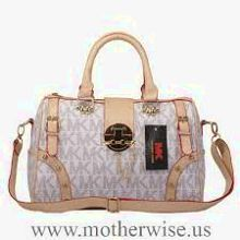 MICHAEL KORS jet setter tote in vanilla NEVER BEEN USED fits laptops very spacious Michael Kors Bags
