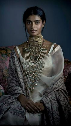 A traditional 'adia' necklace is flanked by a beautiful 'satlada' in uncut diamonds, pearls and Zambian emeralds. Wedding Jewellery Inspiration, Indian Wedding Jewelry, Indian Bridal, Wedding Mandap, Saree Wedding, Sabyasachi Bride, Sabyasachi Sarees, Latest Indian Fashion Trends, Indian Goddess