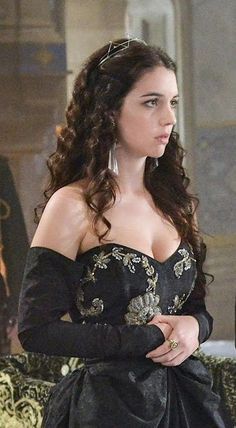 Mary from Reign reminds me of what Arwen's daughter from Lord of the Rings would look like