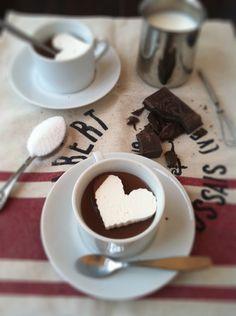 varm choklad med vispgrädde: vispa upp grädde hårt och bred ut i låg långpanna. frys och ta ut formar med kakmått. fint!