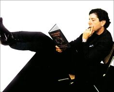 Leonard Cohen reading. Again! *Swoons*