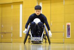 練習で車いすを走らせる今井選手。「いかに相手のハイポインターを止めることができるか」。走り負けないことが重要になる=千葉市で2016年7月13日、徳野仁子撮影