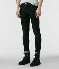 Super skinny jeans are so pretty on boys, NOT :o(
