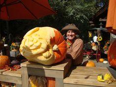 Joe Yakovetic carving pumpkins live in Disneyland 2011