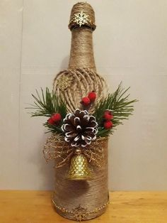 If Christmas is coming and you like DIY crafts, you must try these DIY Christmas crafts decoration bottles ideas. These DIY crafts bottles are very easy, you just need to look closely before you can make them yourself. Glass Bottle Crafts, Wine Bottle Art, Diy Bottle, Bottle Vase, Vase Crafts, Mason Jar Crafts, Decor Crafts, Christmas Deco, Christmas Crafts