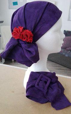 Foulard et ceinture assortie pour rester féminine, même en cours de traitement contre le cancer Hats, Fashion, Scarf Head, Woman, Moda, Hat, Fashion Styles, Fashion Illustrations, Fashion Models
