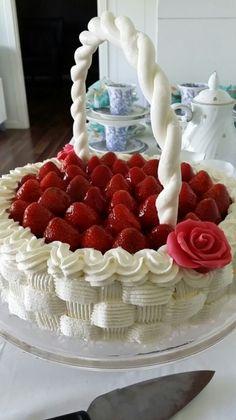 #leivojakoristele #mitäikinäleivotkin #täytekakku Kiitos Tuula Strawberries, Raspberry, Fruit, Desserts, Food, Round Wedding Cakes, Cake Ideas, Cake Designs, Sweets