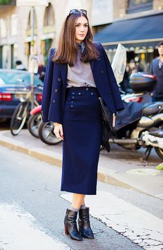 to Wear Ankle Boots the Right Way This Fall booties with socks, long skirt and blazer. Skirt Suit Neckerchief Socks Zip-Up Boots via with socks, long skirt and blazer. Skirt Suit Neckerchief Socks Zip-Up Boots via Street Look, Street Style Chic, Moda Vintage Moderna, Look Fashion, Autumn Fashion, Womens Fashion, Street Fashion, Mode Pro, Fashion Editor