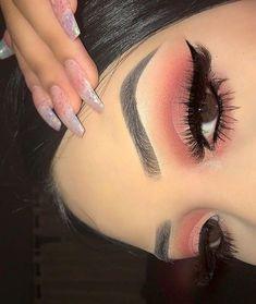 maquiagem rosa esfumada e sobrancelha bem feita. Pinterest: @giovana