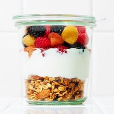 6 gesunde Snacks im Glas, die du überall mit hinnehmen kannst