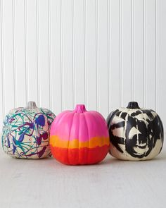 Paint a pumpkin over 30 ways: polka dots, chalk lettering, and geometric stencils! Be inspired by the crafty minds at Martha Stewart Living. Halloween Season, Halloween Fun, Halloween Decorations, Geometric Stencil, Halloween School Treats, Large Stencils, Chalk Lettering, Martha Stewart Crafts, Pumpkin Decorating
