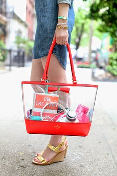 Travel Essentials List Dreams 67 Ideas For 2019 Luxury Handbags, Purses And Handbags, Sac Vanessa Bruno, Travel Essentials List, Clear Tote Bags, Jelly Bag, Transparent Bag, What In My Bag, Travel Tote