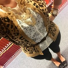 Leopard and lace. Work outfit. Neutral look. Gold jewelry.