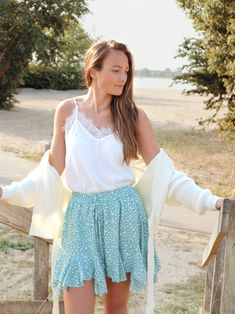 Hoe cute is dit rokje 🥰 Wat super fijn is dat er een broekje onder zit. Shop nu op www.loulane.com Skater Skirt, White Dress, Skirts, Model, Dresses, Fashion, Vestidos, Moda, Skirt