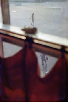 Find the latest shows, biography, and artworks for sale by Saul Leiter. Saul Leiter received no formal training, but has gained renown for his street photogr… Photography Gallery, Artistic Photography, Fine Art Photography, Street Photography, Better Photography, Magical Photography, Leica Photography, Travel Photography, Narrative Photography