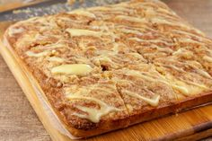 No need to spend hours making low carb cinnamon rolls when you can make these simple cake pan cinnamon rolls. Similar to sheet pan… Cinnamon Roll Muffins, Cinnamon Twists, Keto Cinnamon Rolls, Cinnamon Recipes, Calories Apple, Individual Cakes, Low Calorie Recipes, Keto Recipes, Keto Cake