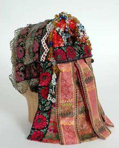 Norwegian headdress for folk dress Viking Clothing, Historical Clothing, Folk Clothing, Handmade Dresses, Handmade Clothes, Boho Womens Clothing, Norwegian Vikings, Padron, Folk Costume