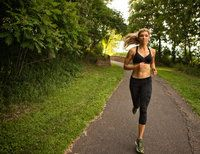 We all have that one friend we secretly believe must not sleep because how else could they possibly work full-time, volunteer, stay in amazing shape through daily runs and do it all with style? Keep Running, How To Start Running, Girl Running, Running Tips, Half Marathon Training, Marathon Running, Vegas Marathon, Running Inspiration, Fitness Inspiration