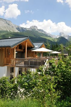 Luxuslodge: Durchatmen und das Leben spüren im romantischen Lammertal // Luxuslodge: Breathe deeply and feel alive in the romantic Lammertal valley Great Places, Places To Go, Breathe, Beautiful Hotels, Hot Springs, Rafting, Vacation Spots, Cabin, House Styles