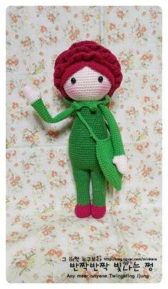 Rose Roxy flower doll made by Ryu W J - crochet pattern by Zabbez