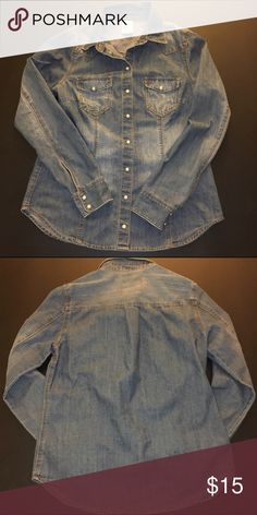 """🆕 H&M Denim Shirt Because a Canadian suit never goes out of style 💙  Stats: Front Length: 23.5"""" Back Length: 26"""" Width (armpit to armpit, unstretched): 18"""" Sleeve Length (from shoulder seam): 24"""" 