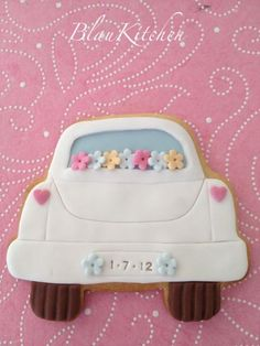 Wedding Car Cookies~ By blaukitchen, white Fondant Cookies, Galletas Cookies, Royal Icing Cookies, Cupcake Cookies, Cupcakes, Cookie Favors, Favours, Wedding Sweets, Wedding Cookies