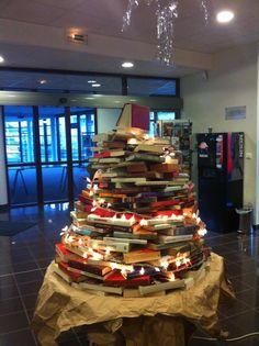 DIY Xmas tree - from books!