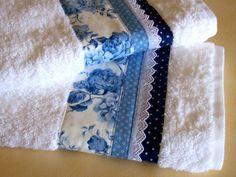 Matching pair of hand towels | Flickr: Intercambio de fotos