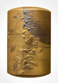Lacquer inro with a full moon over autumn flowers by HARA Yoyusai (late Edo period),Japan 原羊遊斎