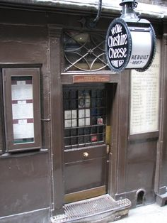 Ye Olde Cheshire Cheese, London | 25 Pubs You Must Drink In Before You Die
