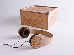 Product Design: Jungholz, Beautiful Headphones by Kristina Duver Wooden Box Designs, Branding, Creativity And Innovation, Packaging Design Inspiration, Novelty Gifts, Box Packaging, Wooden Boxes, Biodegradable Products, Industrial Design