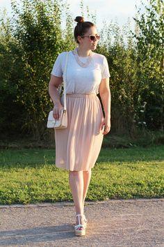 Rosa Plissee-Rock mit Bast-Wedges - La Mode et Moi, der Modeblog aus Köln