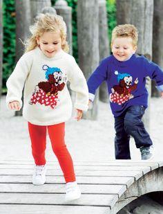 Rasmus Klump er superpopulær blandt børnene. Vi har strikket ham ind på en dejlig lun sweater, som ungerne rigtigt kan røre sig i.