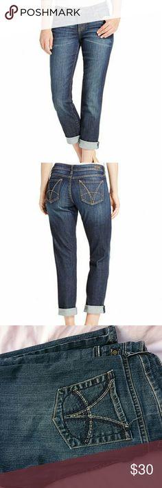 "Kut from the kloth Catherine Boyfriend jeans Straight leg .  Rise 9"" , waist across 17"" & Inseam 30"" . Kut from the Kloth Jeans Straight Leg"