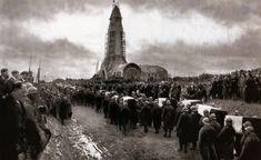 Inauguration de l'ossuaire de Douaumont. Commencée en 1920, l'édification de ce monument n'est achevée qu'en 1932. Il est destiné à abriter les restes de 130 000 soldats inconnus tombés pendant la bataille de Verdun.