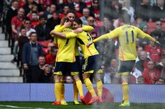 Sebastian Larsson of Sunderland is congratulated by teammates after... ニュース写真 487978269