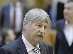 Senatorul UDMR Verestoy Attila a murit, la vârsta de 63 de ani, el urmând a împlini 64 de ani pe data de 3 martie. Verestoy Attila a candidat pe prima poziţie a listei UDMR pentru Senat în Harghita… Martie, Attila