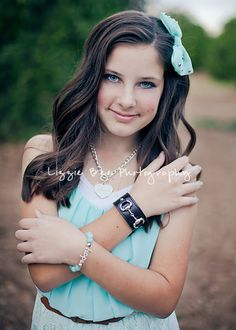 Tween posing - posing for girls - tween photography - Lizzie Bee Photography - equestrian - bit - English - Phoenix, AZ - tween styling