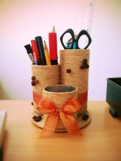 How to DIY Easy Desktop Organizer - Creative Ideas 💡 Tin Can Crafts, Paper Roll Crafts, Craft Stick Crafts, Diy And Crafts, Crafts For Kids, Diy Paper, Jute Crafts, Upcycled Crafts, Desktop Organization