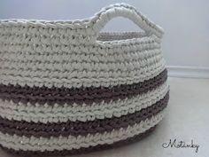 Motánky: Jednoduchý háčkovaný košík ze špaget Kos, Straw Bag, Diy And Crafts, Knitting, Crochet Ideas, Crocheting, Fashion, Trapillo, Crochet