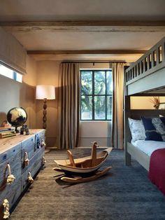 Mobiliário de madeira em quarto de criança