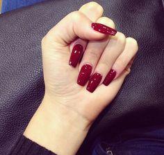 Unhas quadradas em vermelho,amo..........
