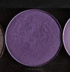 Vi piacciono gli ombretti lilla e volete comprarne uno? In questo post ve ne mostro due di marche diverse. Cliccate sul link per vedere direttamente le foto :) https://sanswann.blogspot.it/2017/07/nabla-lilac-wonder-essence-purple-clouds.html