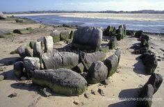 Reste d'une allée couverte à marée basse - Plouescat (29) France