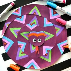 This painted paper snake craft for kids is a fabulous open ended craft where children will have fun designing a one-of-a-kind snake. Crafts To Make, Fun Crafts, Crafts For Kids, Arts And Crafts, Projects For Kids, Art Projects, Snake Crafts, Brazil Art, Cultural Crafts