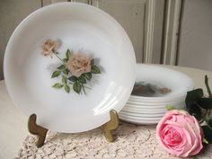 8 Assiettes creuses Arcopal en opaline motif Roses roses / Vintage français / Assiette à soupe, Bol / Vaisselle française rétro /Shabby chic de la boutique LMsoVintage sur Etsy
