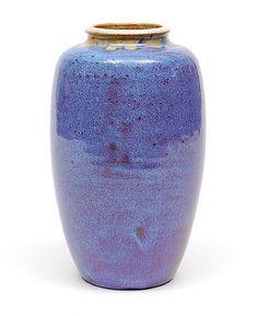 Aardewerk vaas mod.no.72 bedekt met gespikkeld rood en lavendelblauw glazuur ontwerp uitvoering Pieter Groeneveldt in eigen atelier / Voorschoten ca.1955